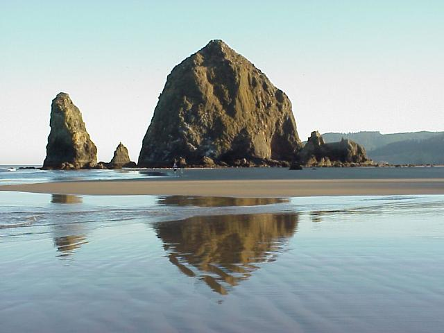 Haystack Rock at Cannon Beach, Tolovana Inn